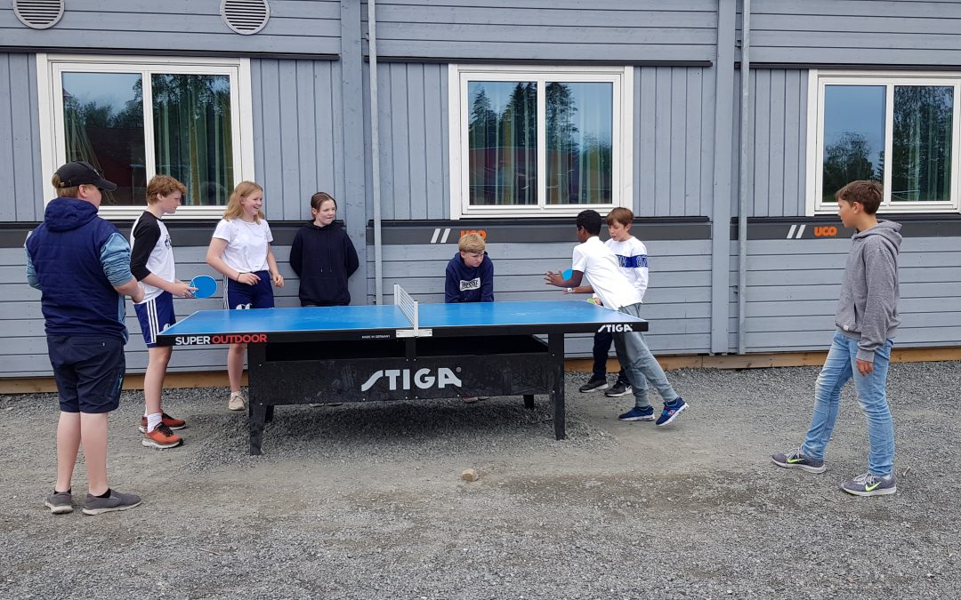 Skolene i Sørbyen får utendørs bordtennisbord.